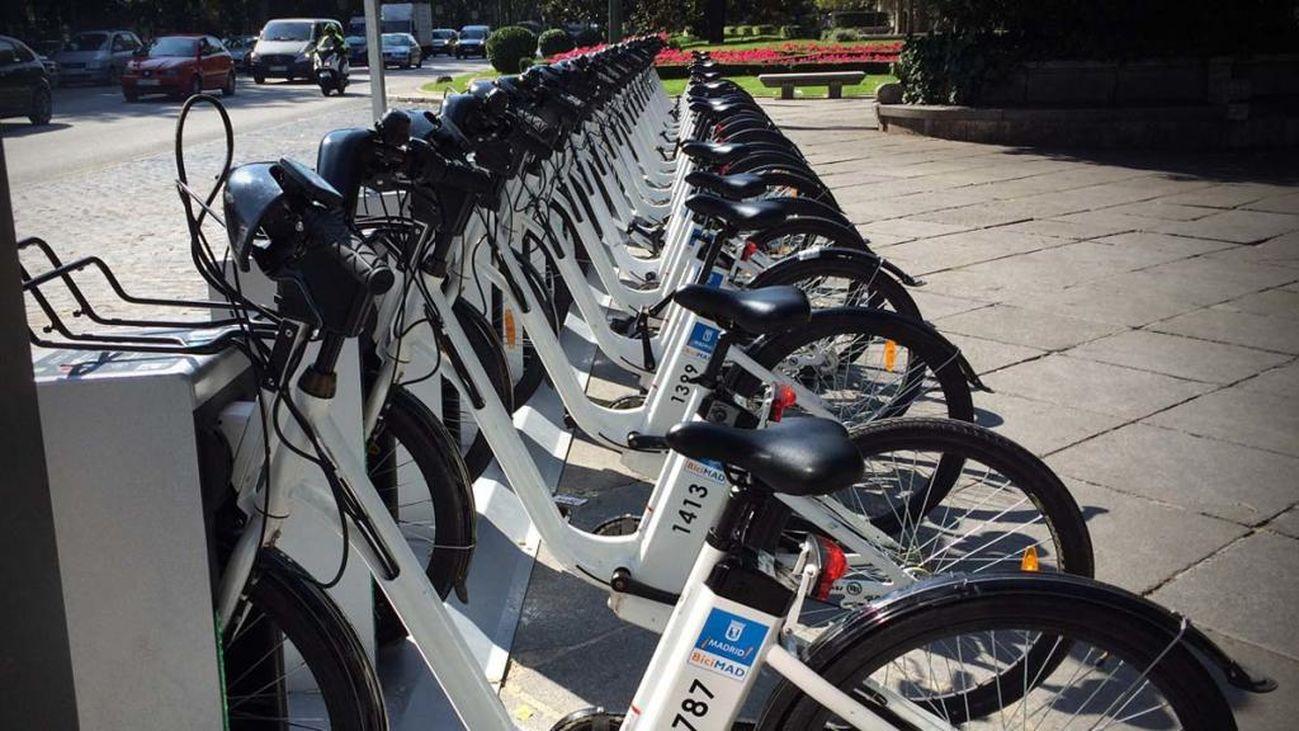 Casi 4.000 bicis eléctricas sin base fija empezarán a desplegarse en Madrid