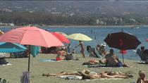 Marbella cierra de noche las playas para evitar fiestas y barbacoas