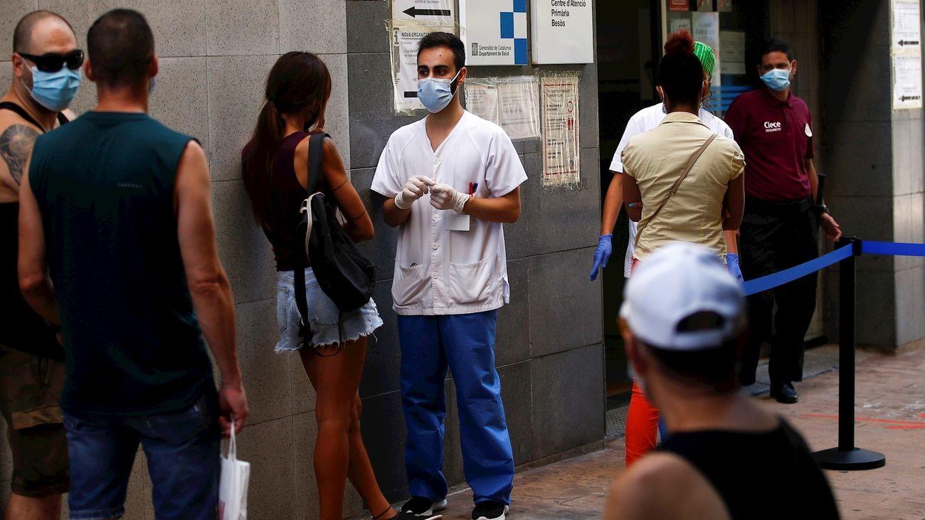 Pruebas PCR en un centro sanitario de Barcelona