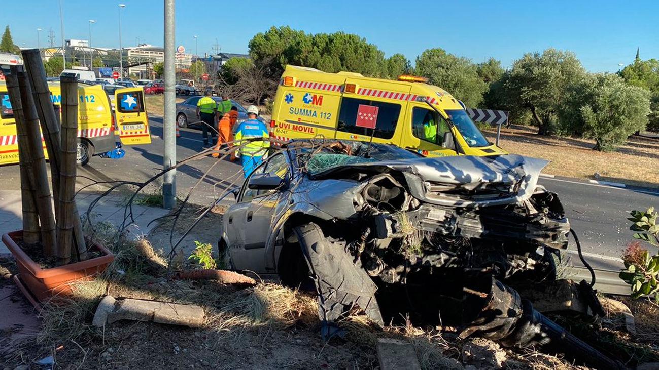Un coche se estrella contra un restaurante en Villaviciosa de Odón
