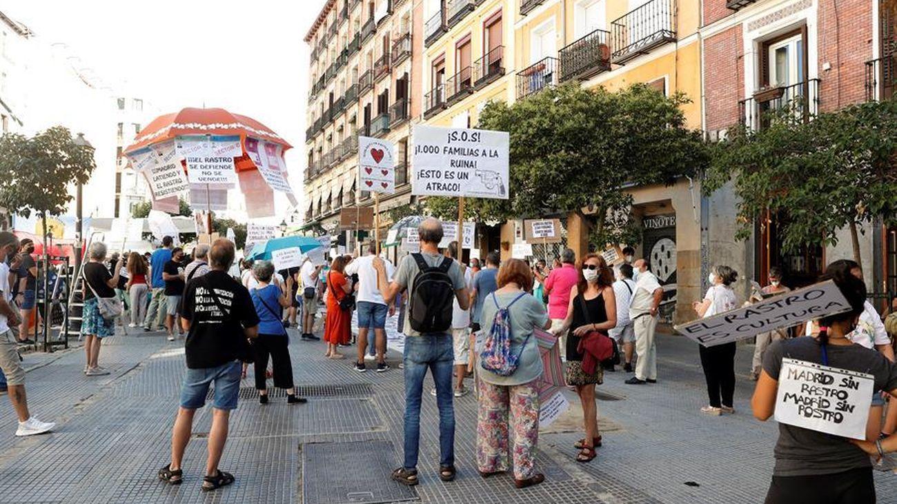 Los comerciantes acusan al Ayuntamiento de Madrid de querer destruir el Rastro