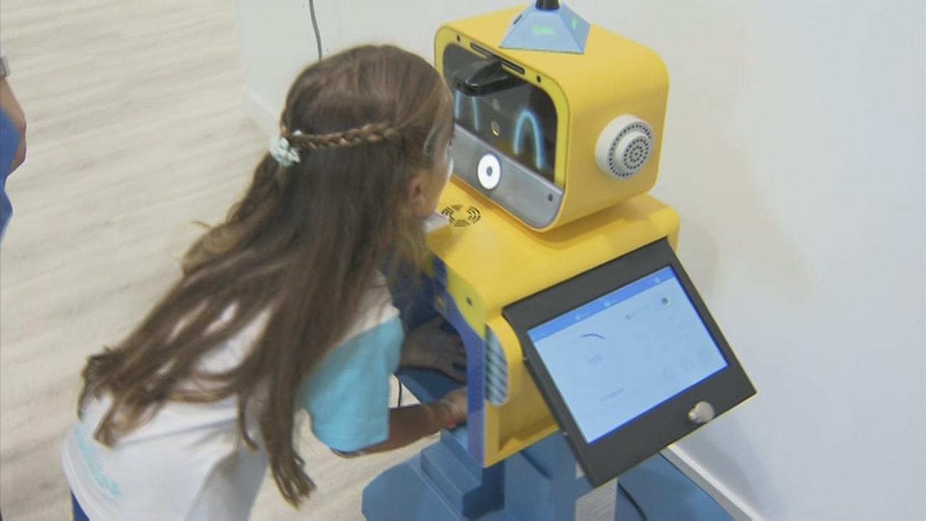 'Bito', el robot que chequea la salud de los niños en una Escuela Infantil de Valdebebas