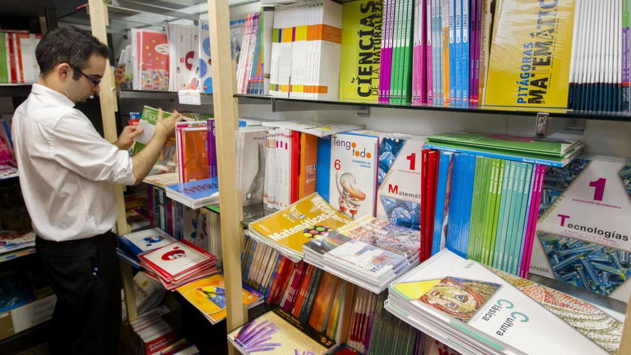 """""""Los libros no llegarán hasta finales de septiembre o primeros de octubre"""", según los libreros"""