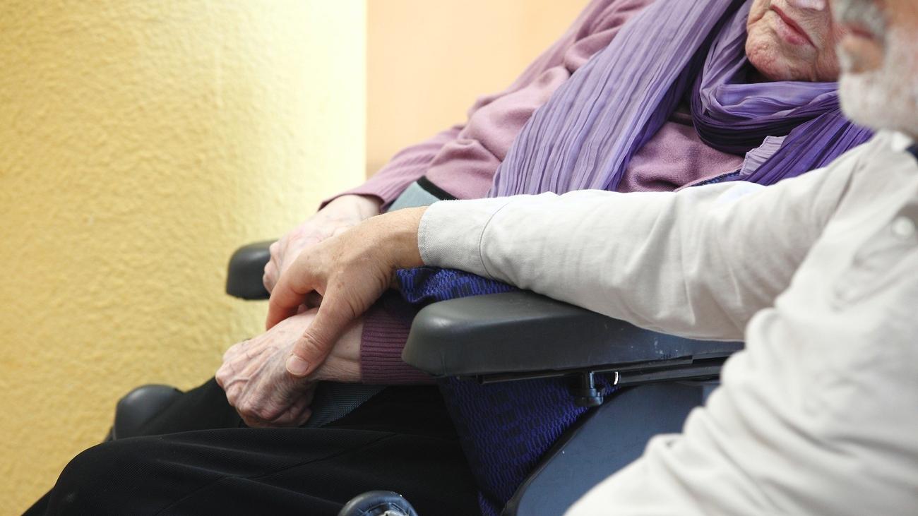 Madrid pide contar con patronal y sindicatos para hablar de residencias de mayores
