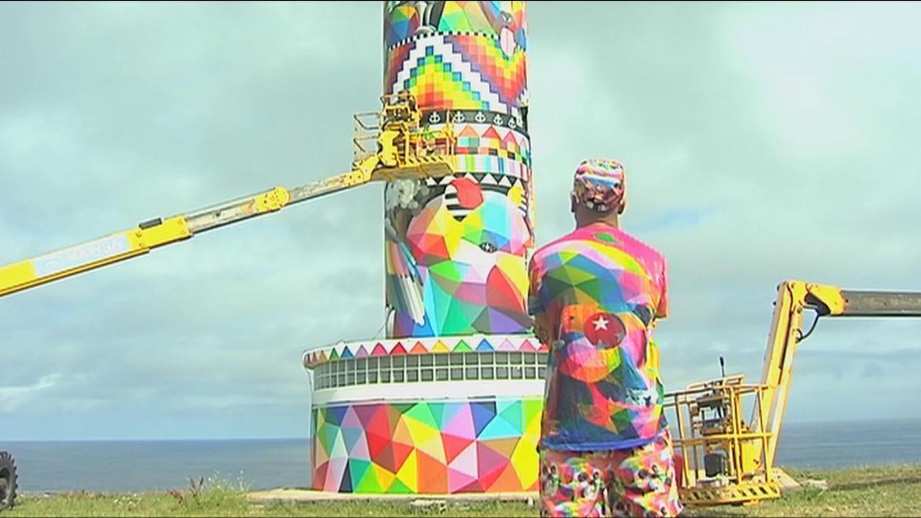 Polémica intervención artística de Okuda en el Faro cántabro de Ajo