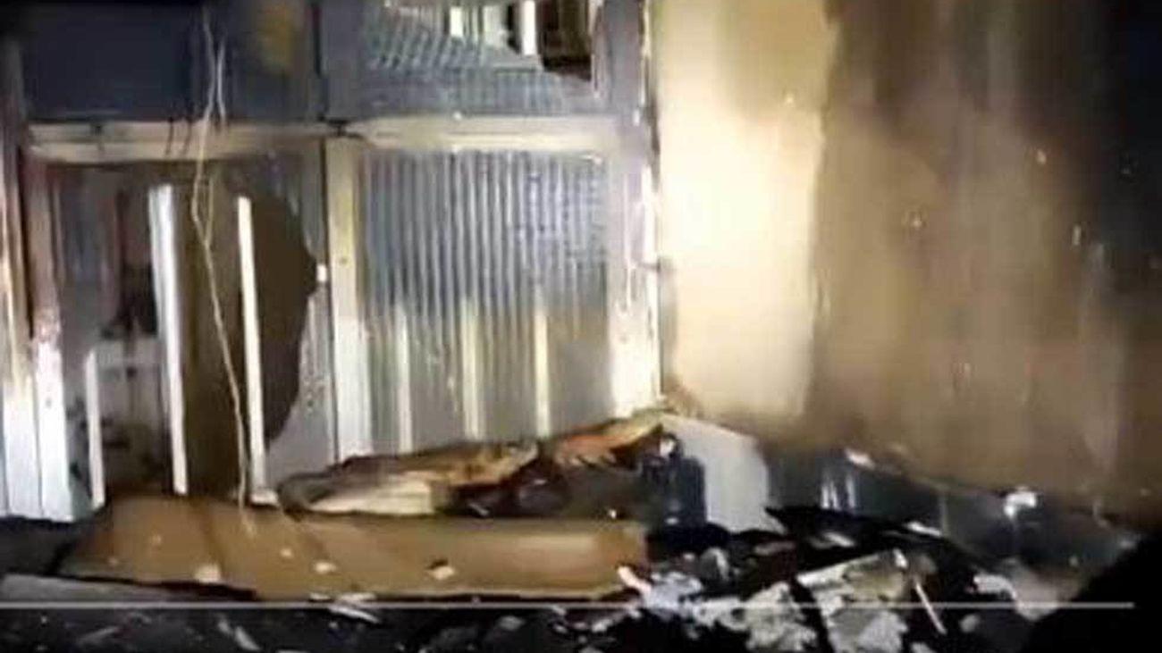 Bomberos de Fuenlabrada rescatan a una mujer del incendio de su vivienda