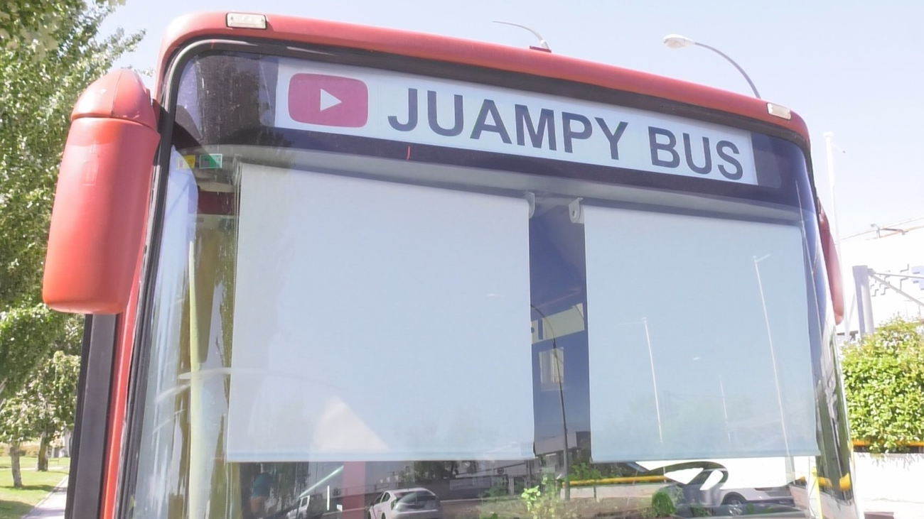 """""""Juampy"""", el vecino de Fuenlabrada que vive en un autobús"""