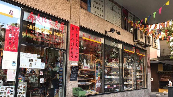 Una década enseñando chino en el corazón de Madrid desde una pizarra
