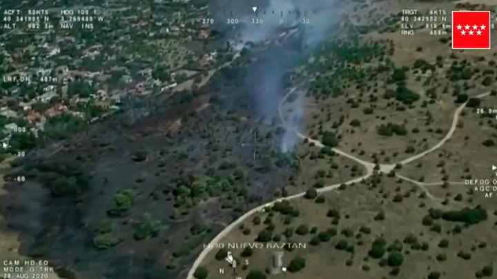 Un incendio afecta a varias viviendas y parcelas en Eurovillas