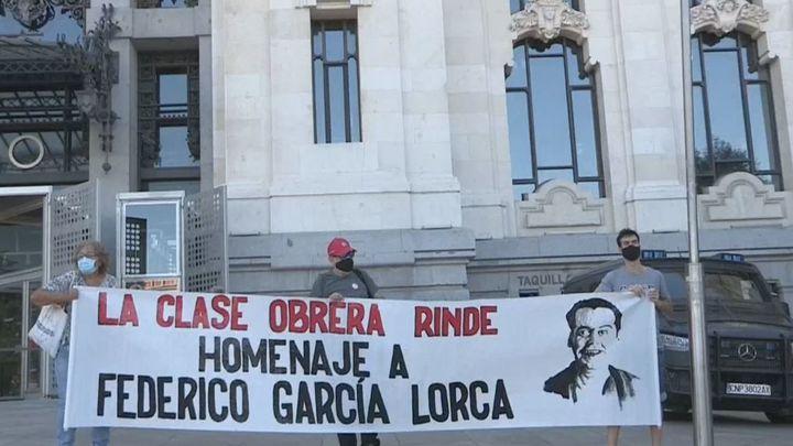 El sindicato Solidaria Obrera protesta ante el Ayuntamiento por no permitir el homenaje a Lorca