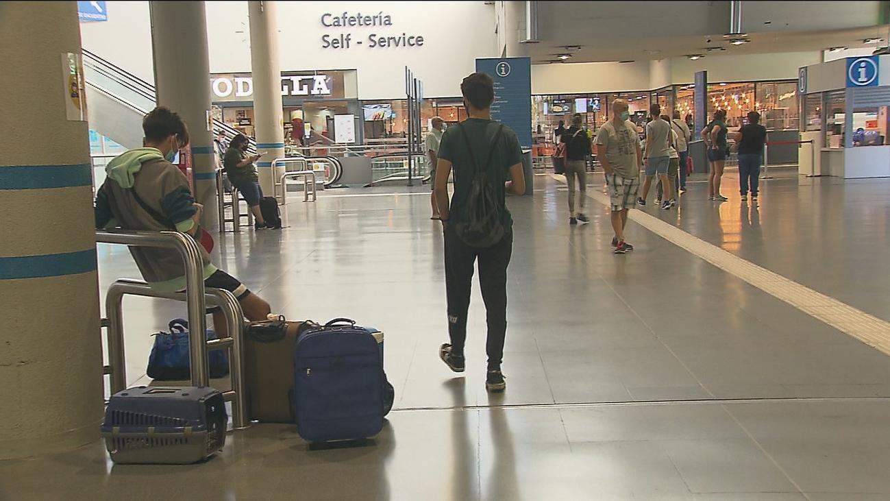 Los madrileños regresan a casa tras unas vacaciones atípicas por la pandemia