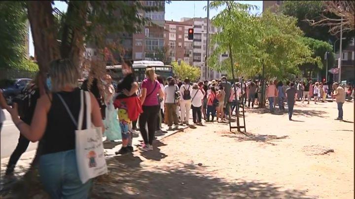 Se suspenden las pruebas serológica a los profesores citados a partir de las 14.00 debido a las aglomeraciones