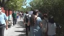 Largas colas de docentes para hacerse la prueba serológica en Leganés