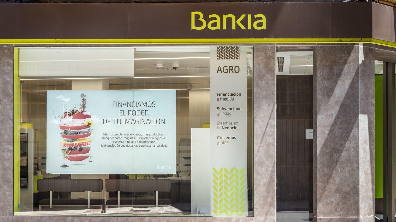 CaixaBank y Bankia reciben la autorización condicionada de la CNMC para su fusión