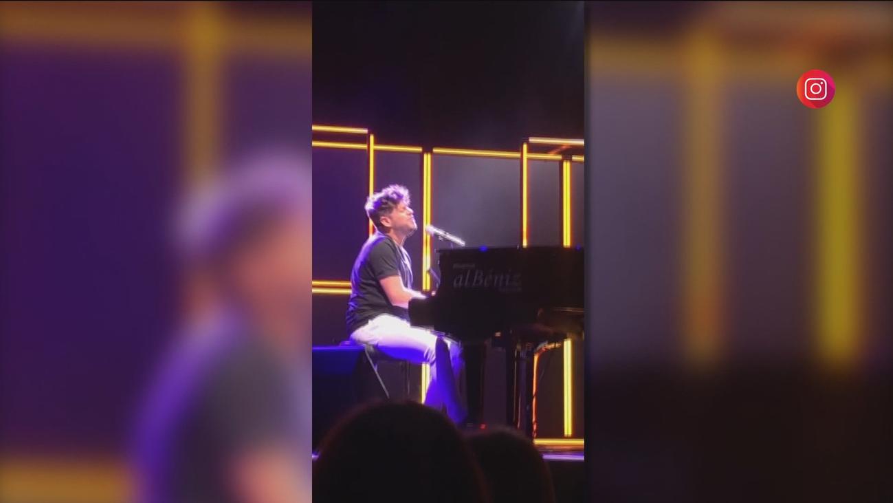 Pablo López abandona llorando el escenario tras recibir una pedrada