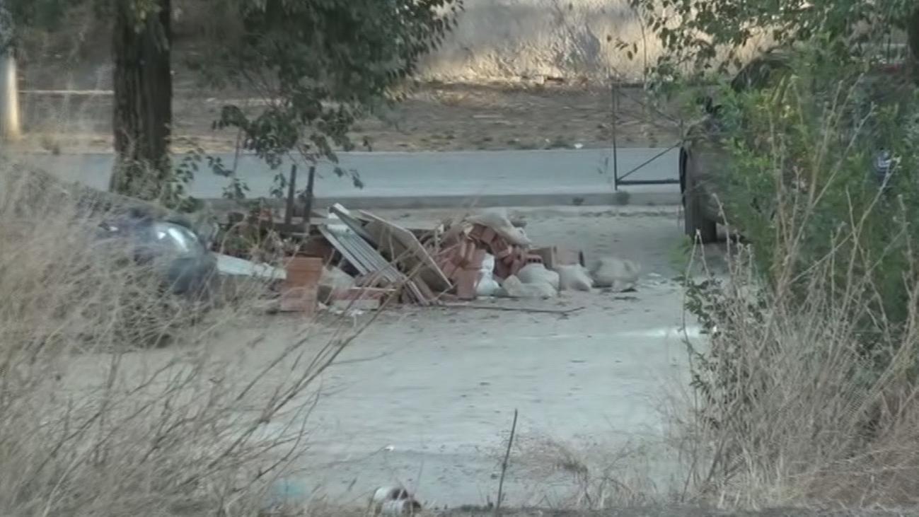 Denuncian el estado de abandono de un parque en Villaverde
