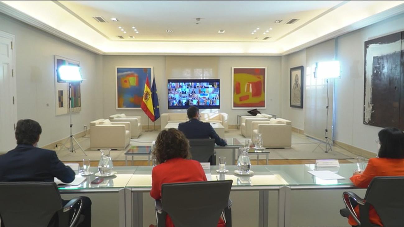 Sánchez pide a los presidentes que consulten a Sanidad el cierre de colegios y Madrid quiere acordar un plan de movilidad