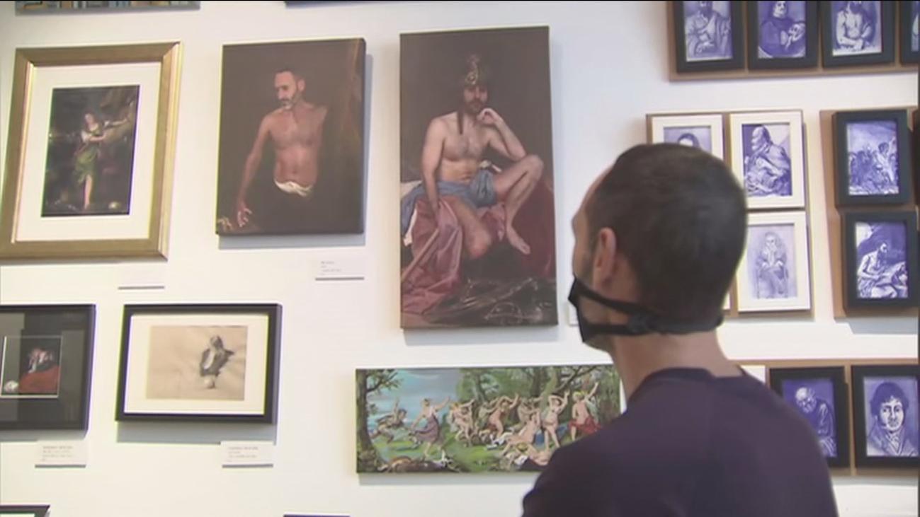 Los vigilantes del Museo del Prado rinden homenaje a la pinacoteca pintando sus cuadros