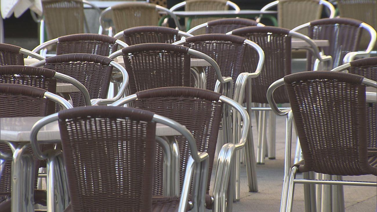 El PSOE critica que las concesiones de terrazas restan demasiados aparcamientos