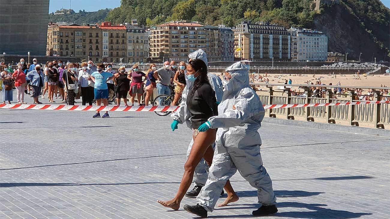 Detenida en San Sebastián cuando practicaba surf, tras dar positivo y saltarse el confinamiento