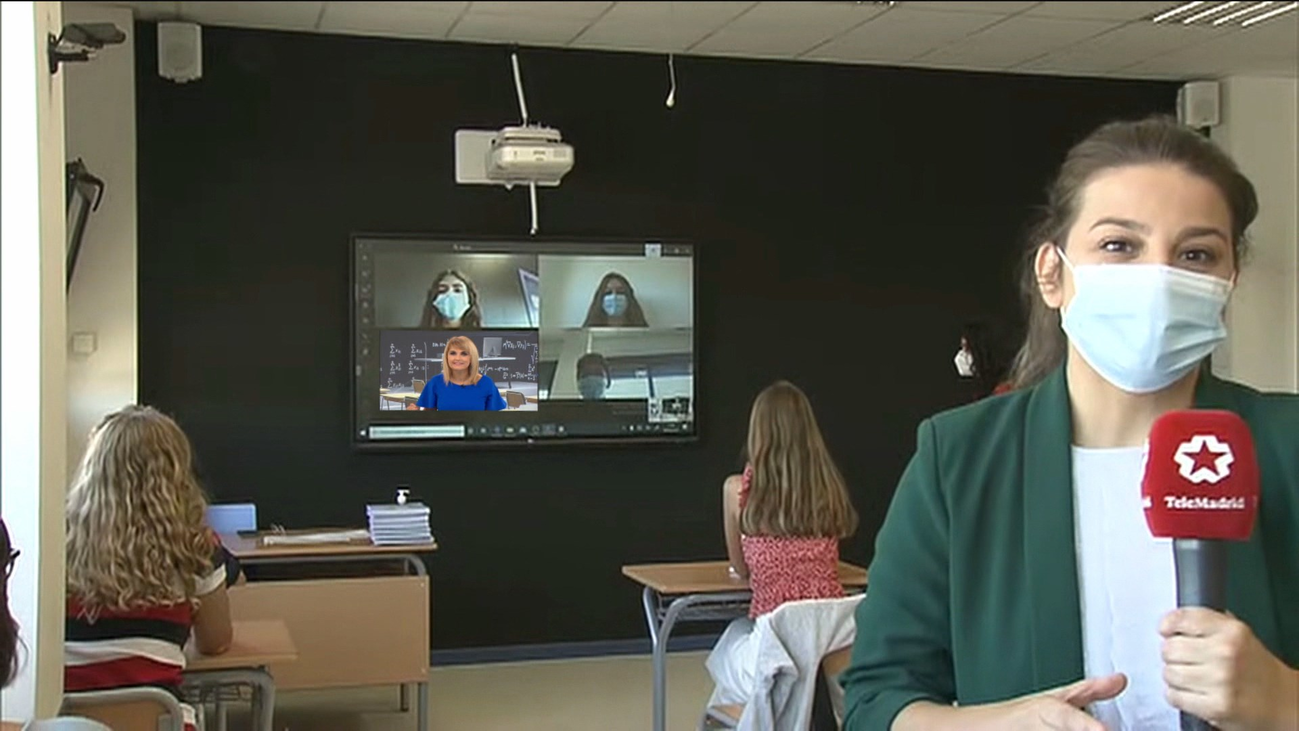 Alumnos de ESO y Bachillerato siguen las clases desde casa en aulas híbridas
