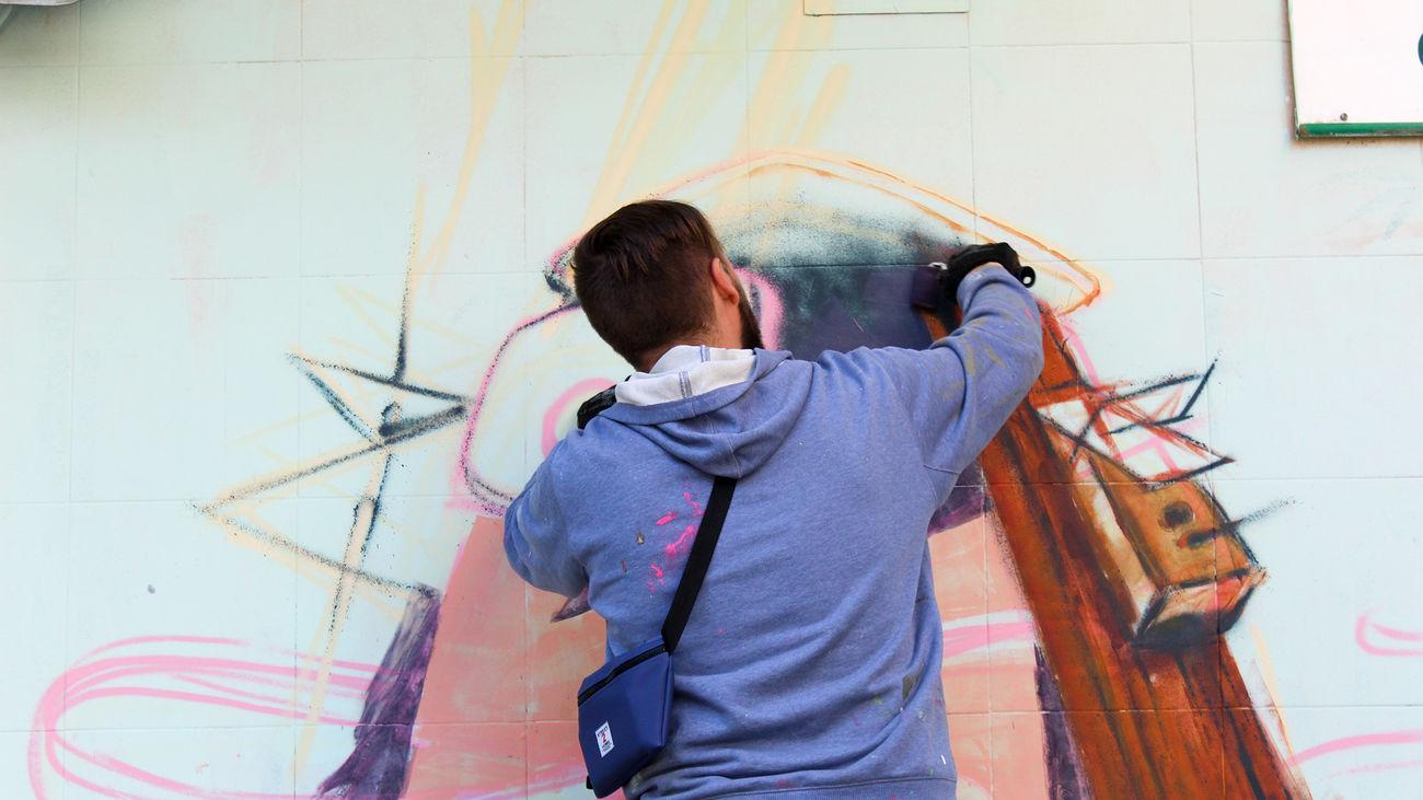 Alcobendas convierte los escaparates y fachadas de sus comercios en lienzos