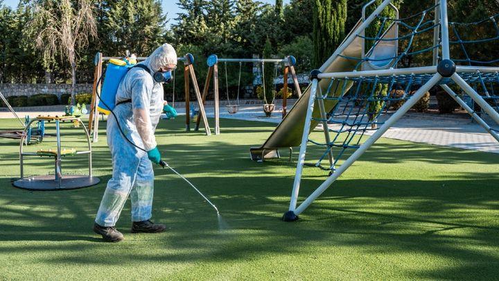 Colmenar Viejo cierra juegos infantiles de parques tras cinco positivos de escolares en varios colegios
