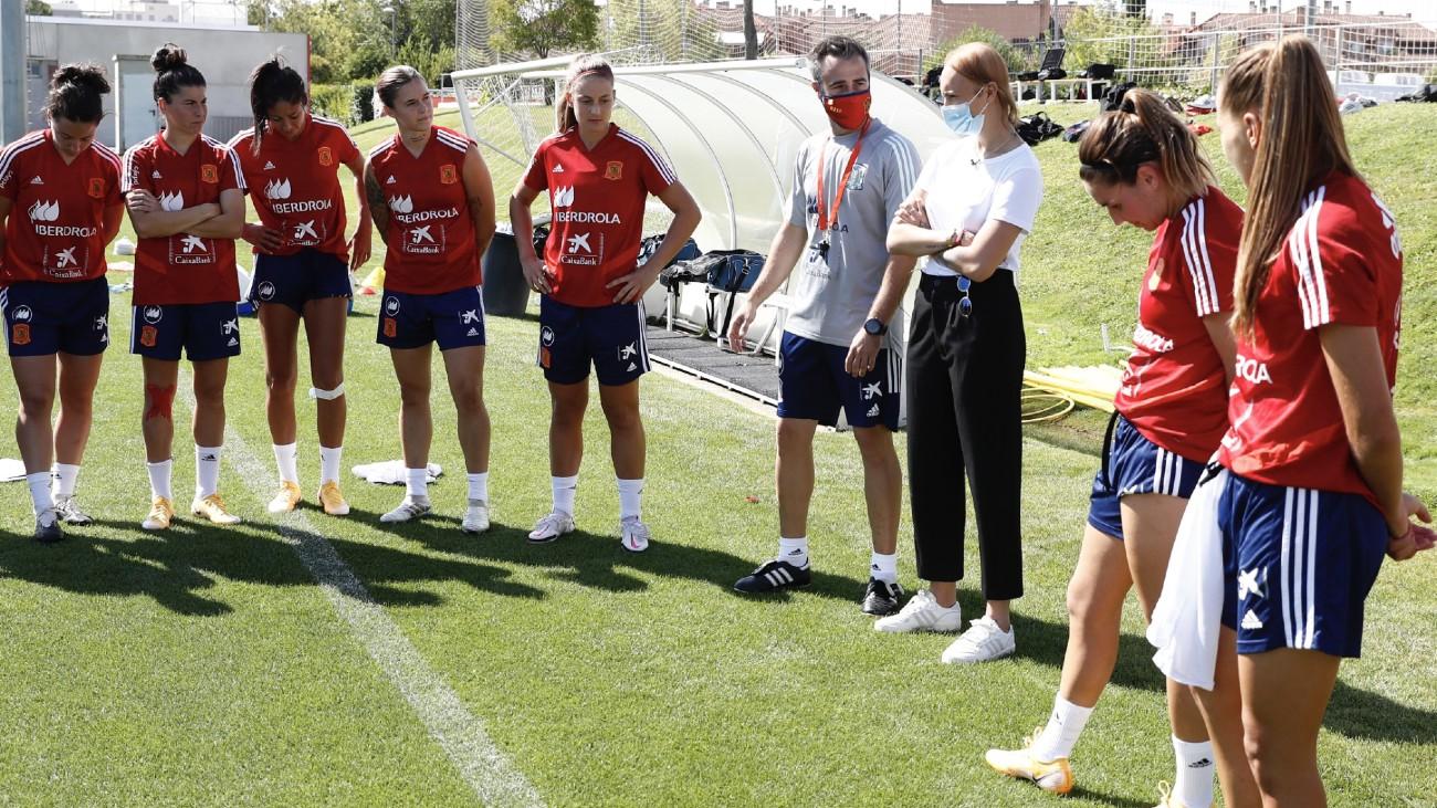 """La Selección recibe a Virginia Torrecilla al grito de """"jugar, luchar y ganar"""""""