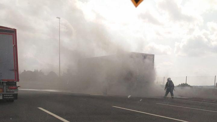 El incendio de un camión provoca un gran atasco en la A-6 a la altura de Galapagar