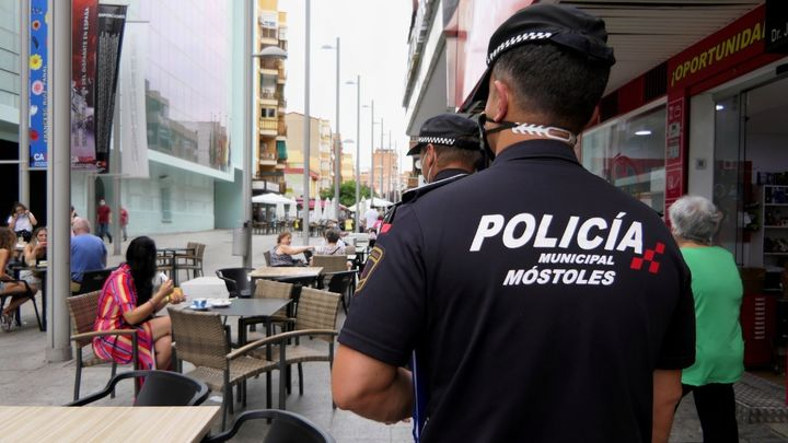 La Policía de Móstoles denuncia a 22 personas por no llevar puesta la mascarilla en un local nocturno
