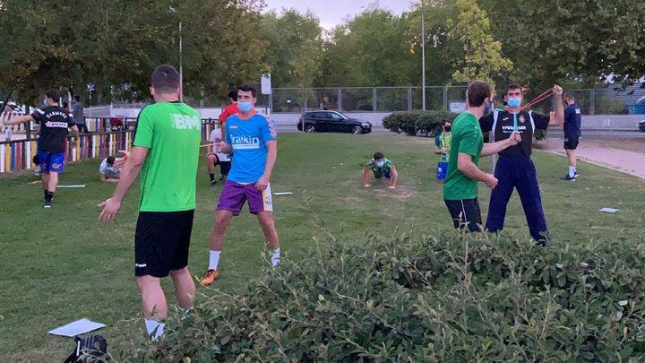 El Balonmano Madrid tiene quepreparar el inicio de la liga... ¡en un parque!