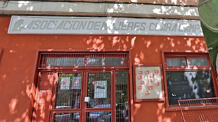 Atacan la sede de la Asociación de Mujeres Clara Campoamor de Coslada