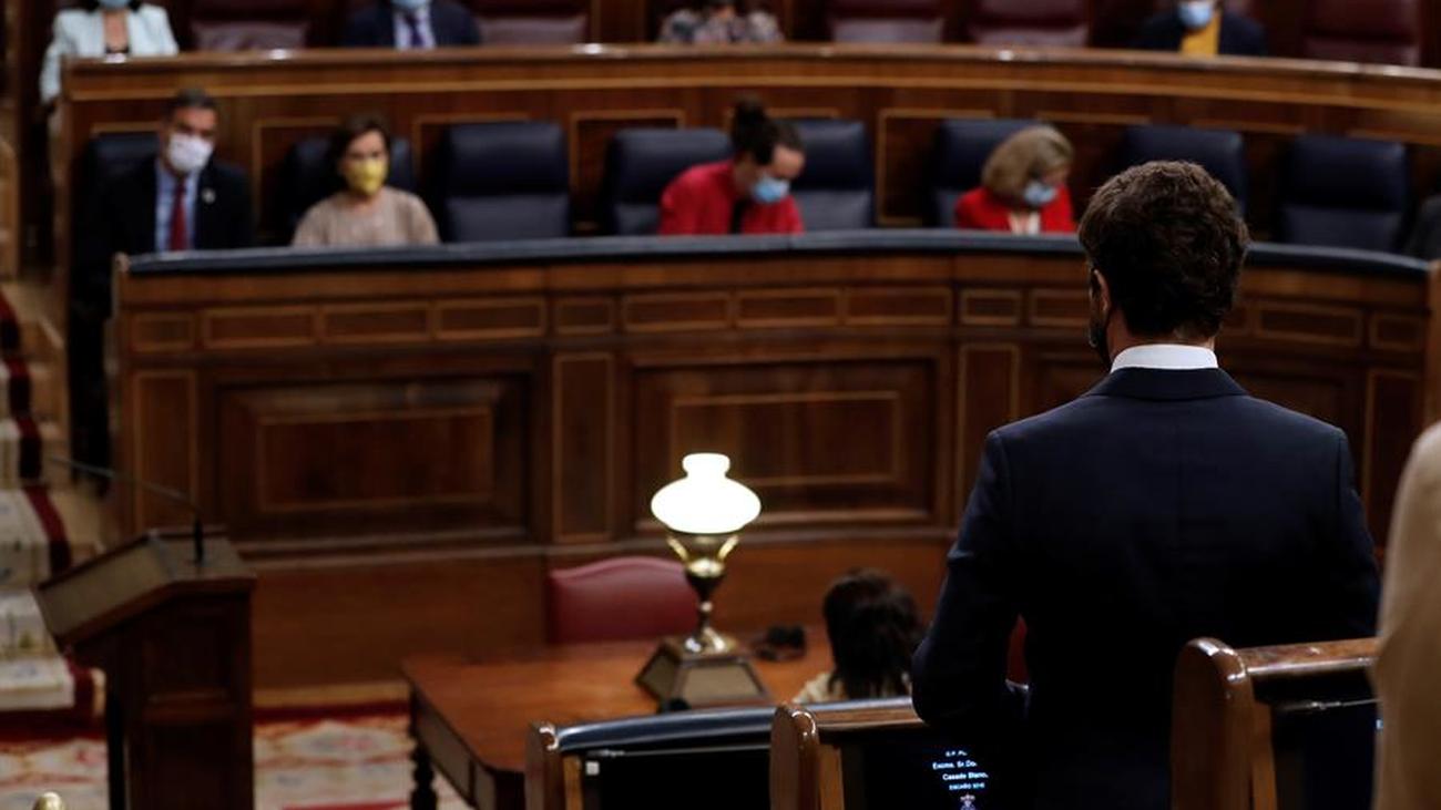 Sánchez y Casado chocan en el Congreso por la corrupción