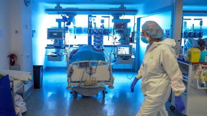 """Los médicos madrileños, muy preocupados por una pandemia """"que no deja de crecer"""""""