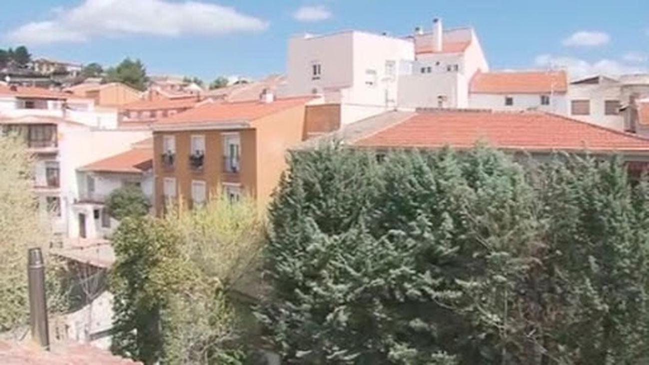 """Los vecinos de Orusco de Tajuña acusan al alcalde de ser """"cómplice de los okupas"""""""