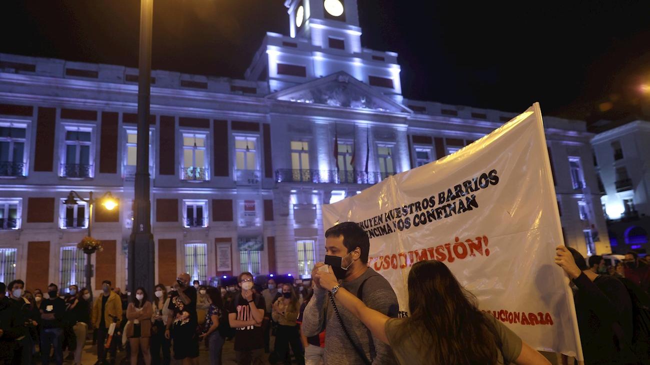 Cientos de personas de la zona sur de Madrid se manifiestan en Sol contra las nuevas medidas