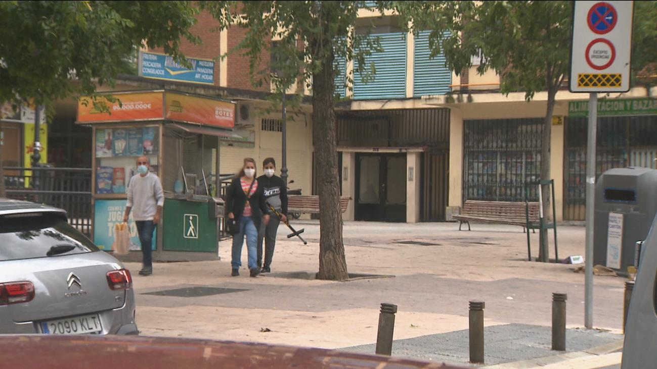 Los trabajos sin contrato aumentan la preocupación entre los vecinos de Villaverde por las nuevas restricciones