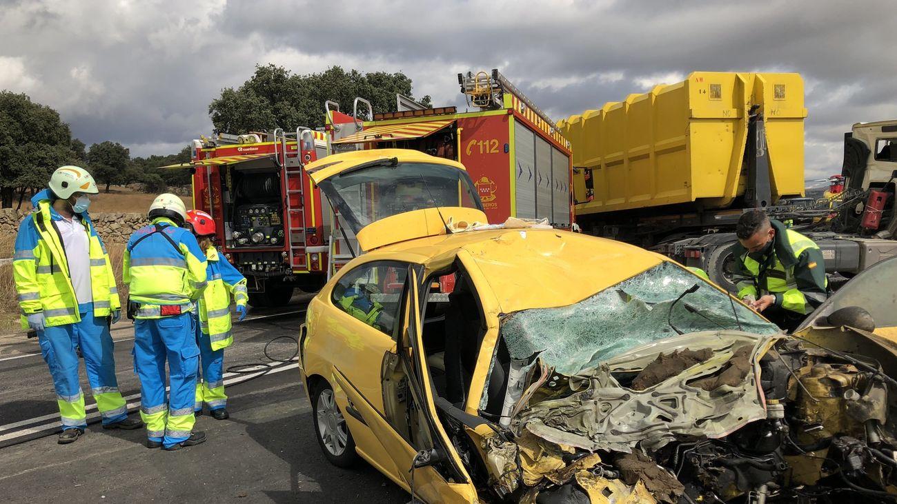 Herida grave al chocar su coche de forma violenta contra un camión en M-607