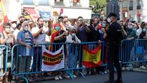 """Decenas de personas protestan en Sol, con gritos """"Sánchez, dimisión"""""""