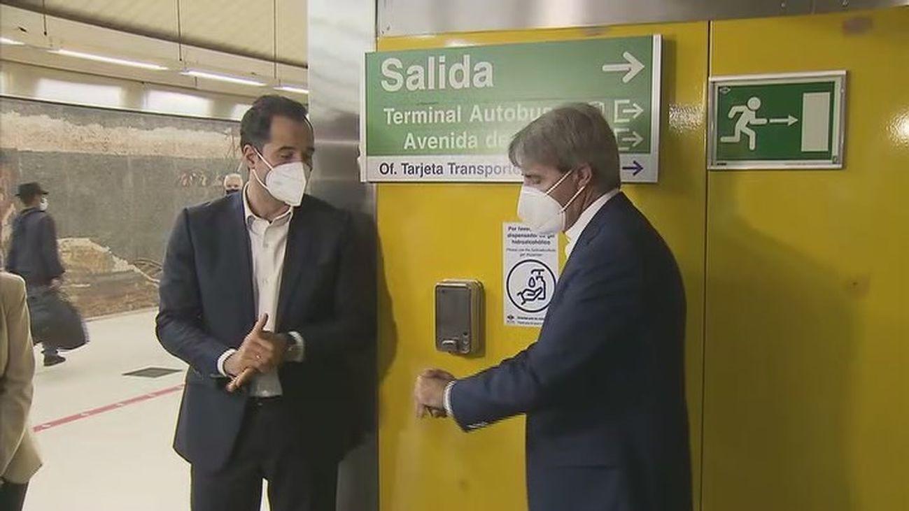 Gel hidroalcohólico en el Metro de Madrid
