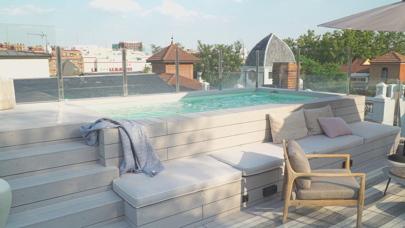 Una casa en la Colonia de Retiro con piscina en la azotea