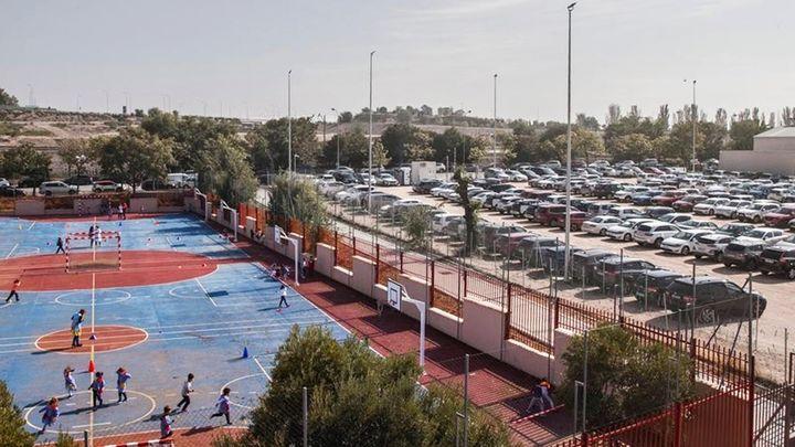 Los padres del colegio Juan Zaragüeta de Hortaleza protestan contra el aparcamiento de Iberdrola