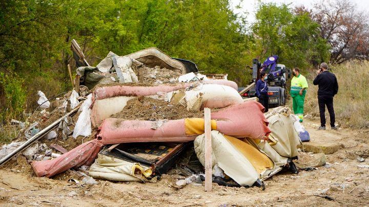 Móstoles retira 14 toneladas de residuos de un vertedero ilegal