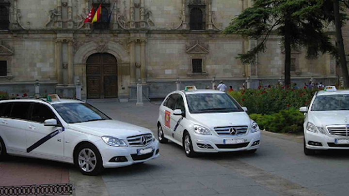 Los taxistas de Alcalá logran una ayuda del Ayuntamiento para pagar el material gastado en la Covid 19