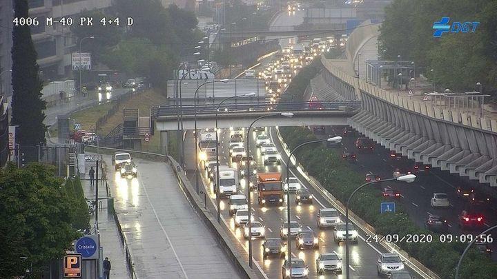 La lluvia provoca grandes atascos en las carreteras de Madrid