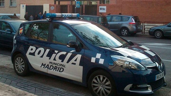 Requisados 6.781 artículos de 'merchandising' falsificados de conocidas bandas de rock en un local de Madrid