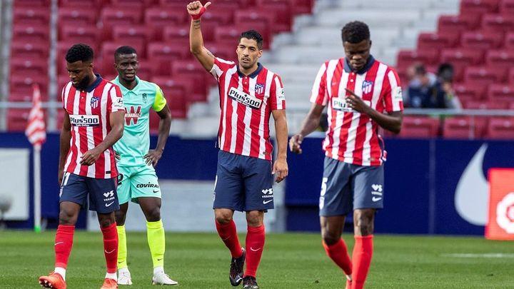 6-1. El Atlético de Madrid ejecuta al Granada con doblete de Luis Suárez