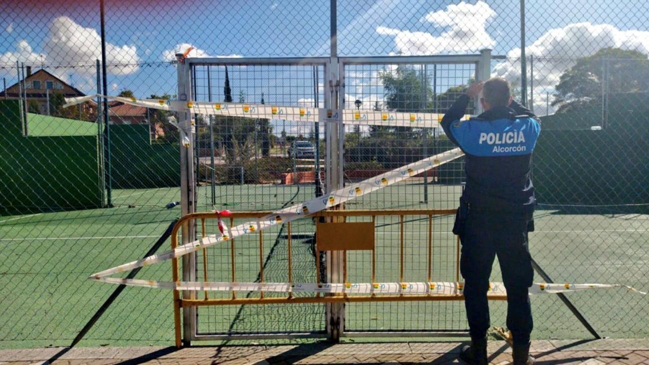 Policía Locald e Alcorcón coloca un precinto