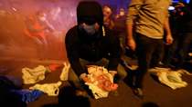 Arrojan cabezas de cerdo a los Mossos ante la Delegación del Gobierno en Barcelona