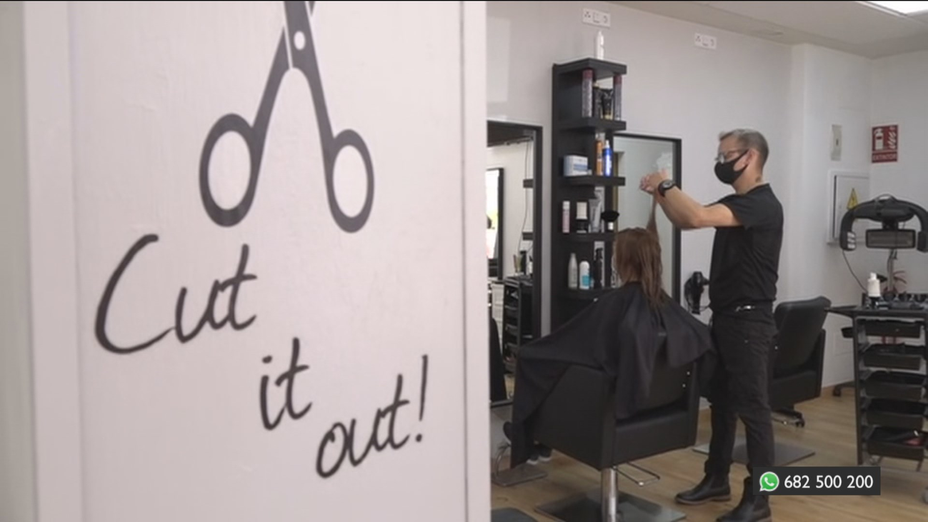 Abren su propia peluquería en Móstoles, después de quedarse en paro